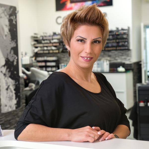 Friseurmeisterin bei Coiffeur Laruv Bild